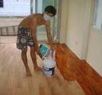 cara alami membersihkan lantai kayu