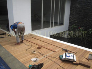 memasang decking kayu (3) copy copy